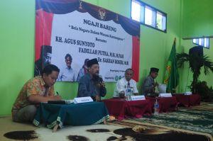 Dari Kiri: Amin (Moderator), Agus Sunyoto, Sakban Rosidi, dan Fadillah Putra